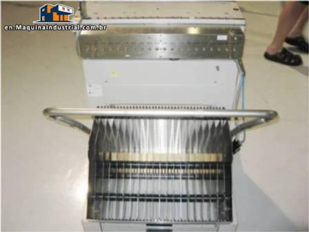 Machining center parts feeder